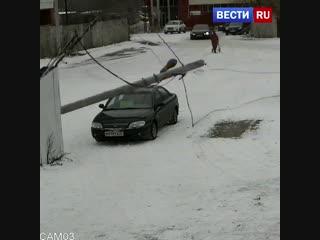 В Иванове упавший бетонный столб едва не убил девушку с коляской