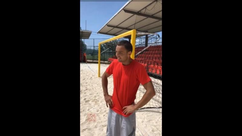 Андрей Черкасов в сторис 24.06.2018. Жарикова и Гобозов играют в футбол