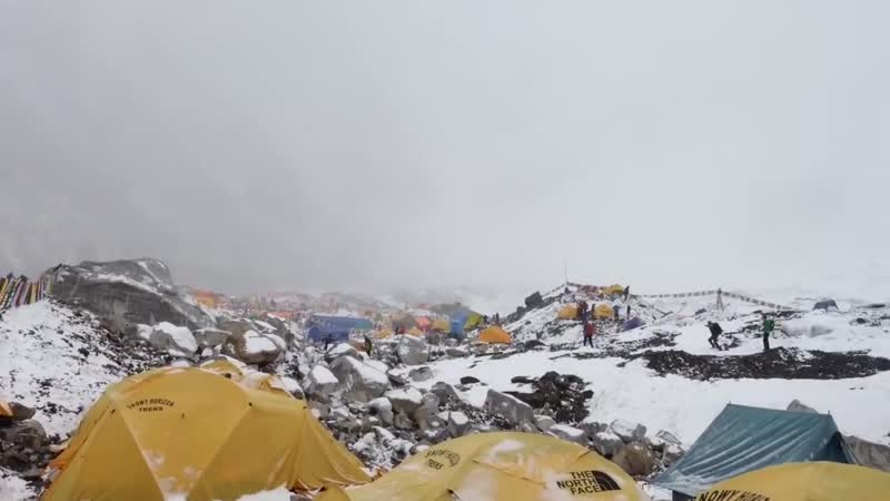 Лавина Hit by Avalanche in Everest Basecamp 25.04.2015