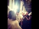 Video di Gigi Jeremy Scott e Bella Hadid nel backstage della sfilata di Moschino SS19 a Milano 20 09 MFW