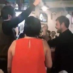 """EnMagazin on Instagram: """"Kadir Doğulu, doğum gününü dün akşam Kadıköy'deki bir mekanda kutladı. Doğulu'nun doğum gününe Hande Ercel - Murat Dalkı..."""