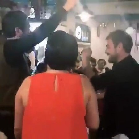 """EnMagazin on Instagram """"Kadir Doğulu, doğum gününü dün akşam Kadıköydeki bir mekanda kutladı. Doğulunun doğum gününe Hande Ercel - Murat Dalkı..."""