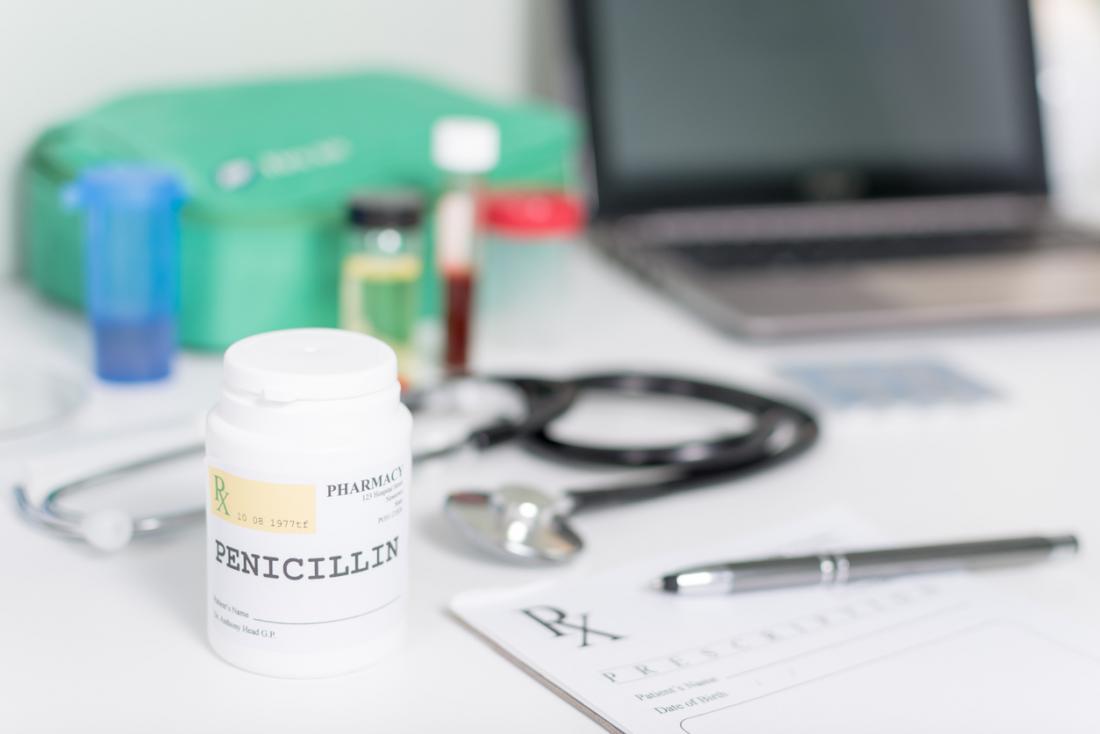 Сифилис можно лечить с использованием пенициллина. Доза будет зависеть от стадии заболевания.