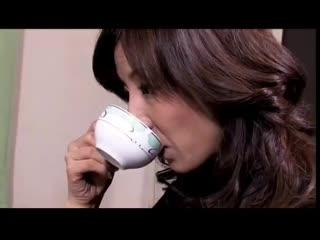 Japanse zakenvrouw wordt gedwongen door collega s (Zie meer bit.ly2AGrTa6) .mp4