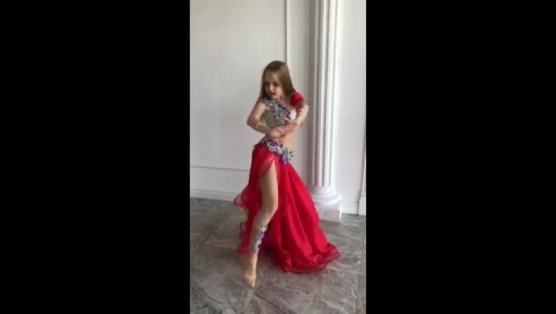 Виктория Глухова в Light Hall на съемках клипа студии НИКА
