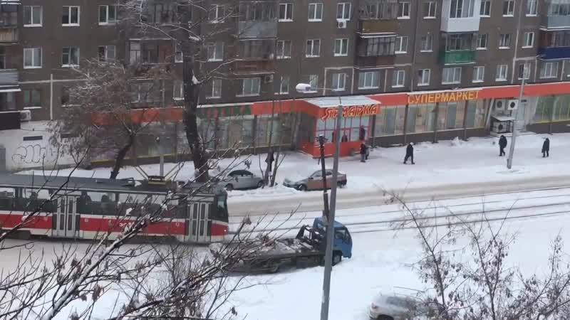 Уфимский трамвай - остановка ''Маяковского'' / Trams in Ufa