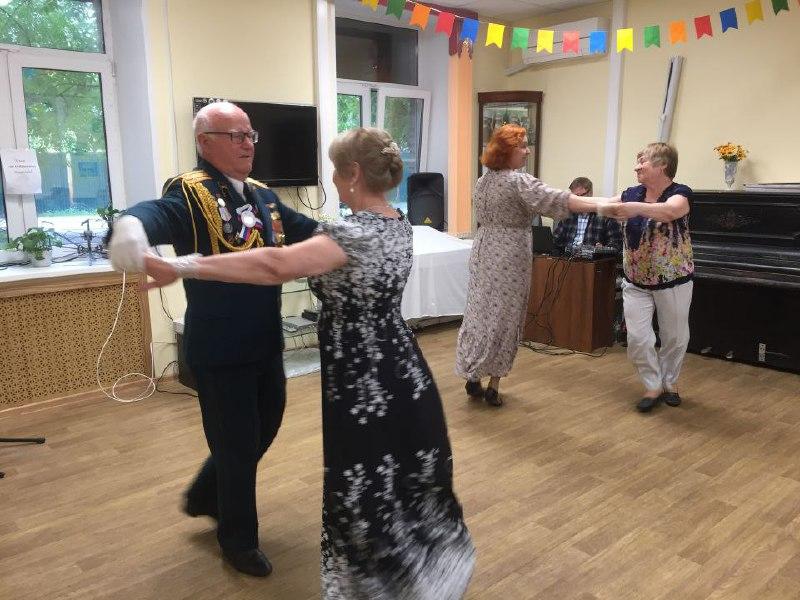Исполнители бальных исторических танцев выступили на 1-й Хуторской