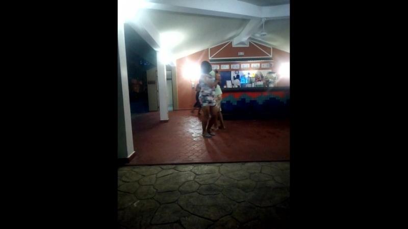 Спонтанные танцы доминиканцев