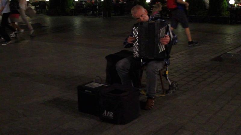 Шторм Вивальди в исполнении баяниста виртуоза Краков рыночная площадь