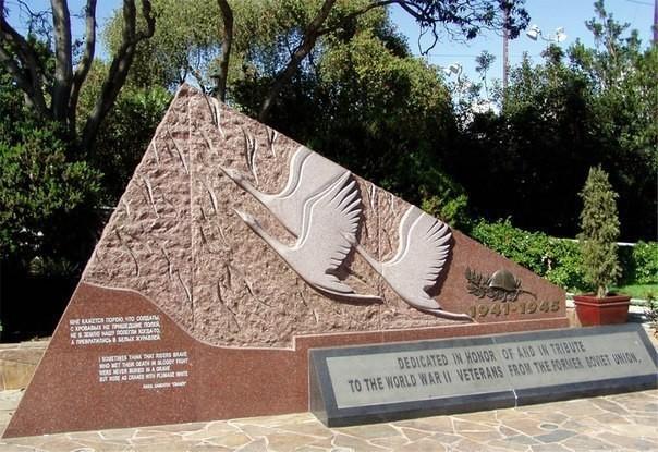 В Голливуде в 2005 году установлен памятник советским солдатам Великой Отечественной войны
