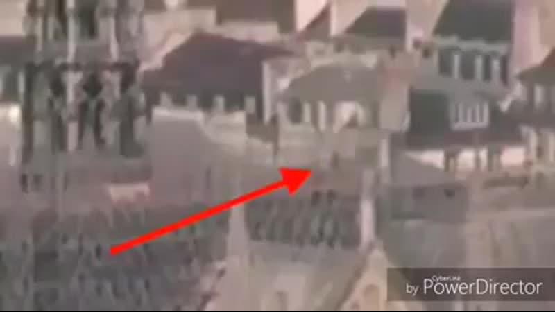 Փարիզի Աստվածամոր տաճարի կտուրին կրակ վառողին ֆիքսել են տեսախցիկները