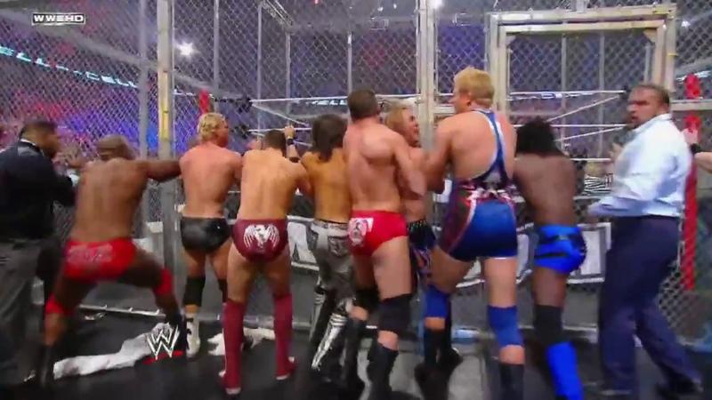 Đô vật Mỹ khán giả cầm hung khí lên sát hại john cena WWE