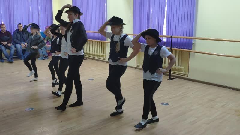 Танец со шляпами в стиле Jazz