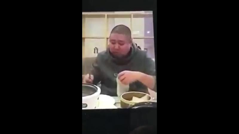 Как китайцы едят пельмени