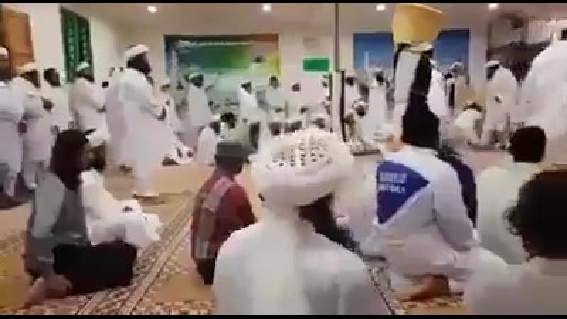 Arabische Wissenschaftler während einer wissenschaftlichen Studie