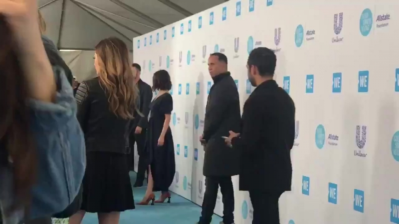 .@selenagomez is on the WEday blue carpet. She's been a longtime supporter of this event to empower young people. Students ear