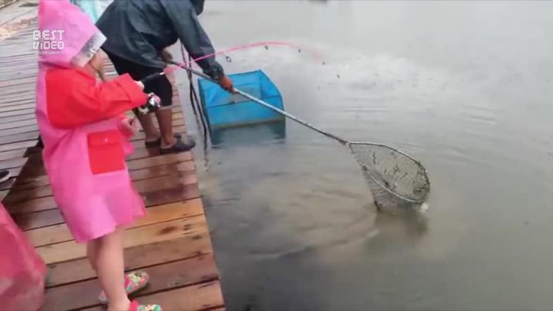 Девочка-рыболов! ltdjxrf-hs,jkjd!