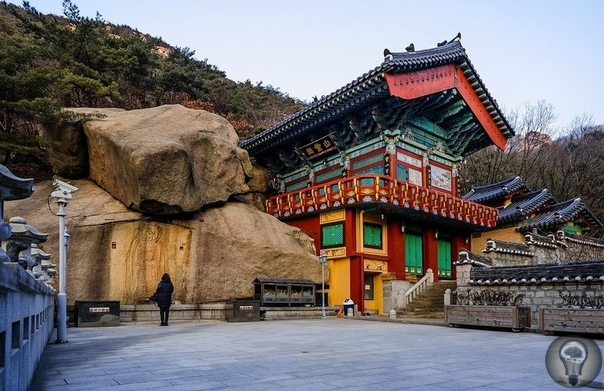 Гора Пукхансан в Сеуле, Южная Корея Пукхансан (Buhansan) гора, расположенная на северных окраинах столицы Южной Кореи - Сеула. Будучи самой высокой точкой города и окрестностей с показателем