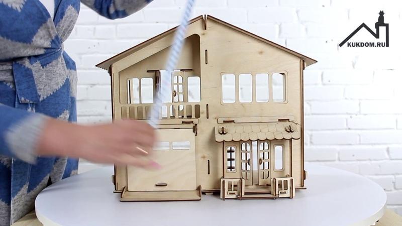 Деревянный кукольный дом с гаражом