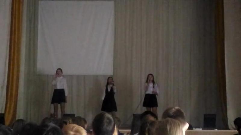 Софья Елагина, Екатерина Панюкова и Настя Тарабрина - Тучи в голубом
