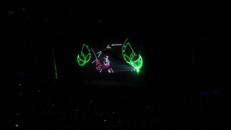 лазерное шоу на елке в крокус сити.
