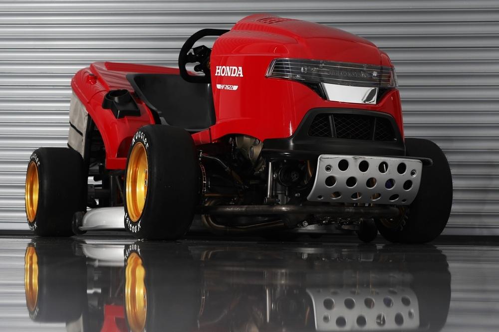 Honda Mean Mower V2 - газонокосилка с моторов Honda CBR1000RR SP