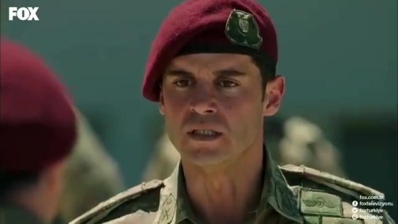 Savaşçi\ Kağan Yüzbaşı, Albay Kopuz'a yumruk atıyor.