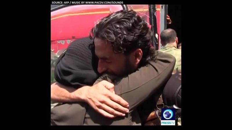Сирийские солдаты и их семьи из изорированых городов в Идлибе встретились с родственниками.