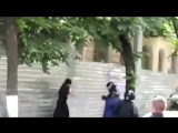 В Кишиневе два попа устроили  драку с полицейскими охраняющими  участников  гей-парада