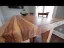 Красивый стол из старых досок.