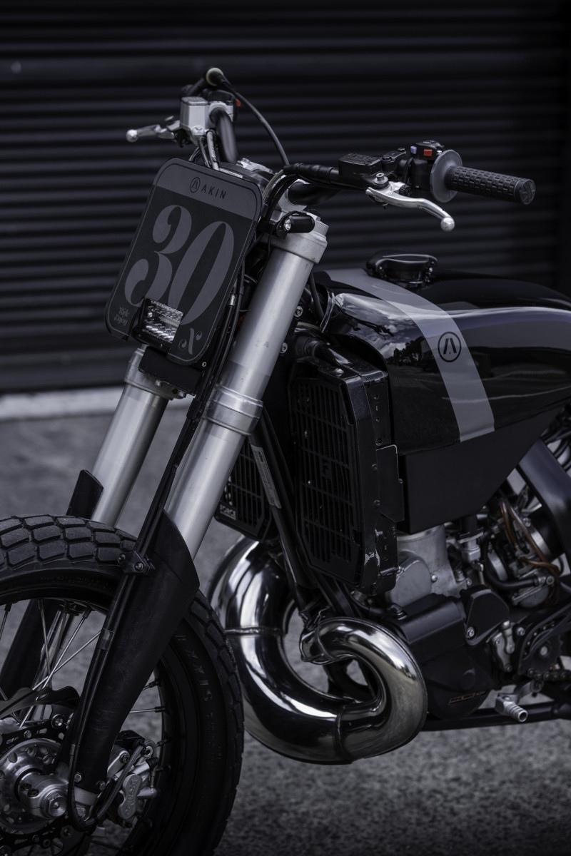 Akin Moto: стрит-трекер KTM 300 ECX