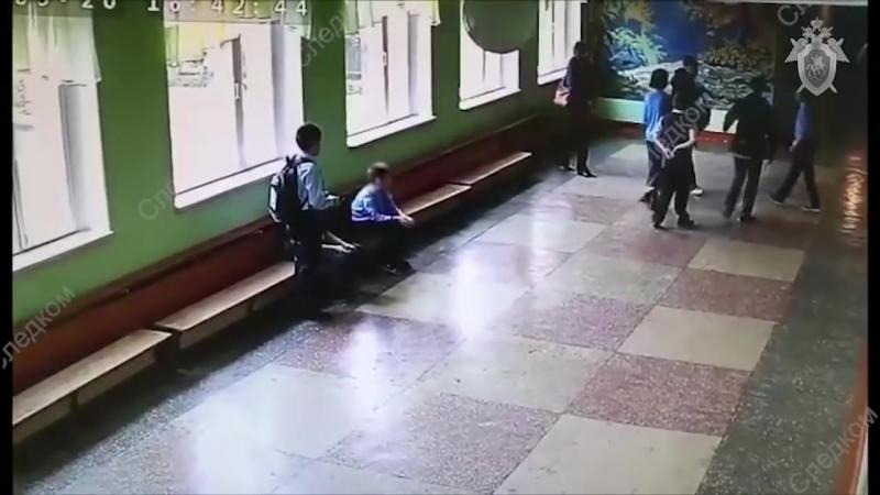 На видео попало избиение школьника отцом другого ученика в Челябинске