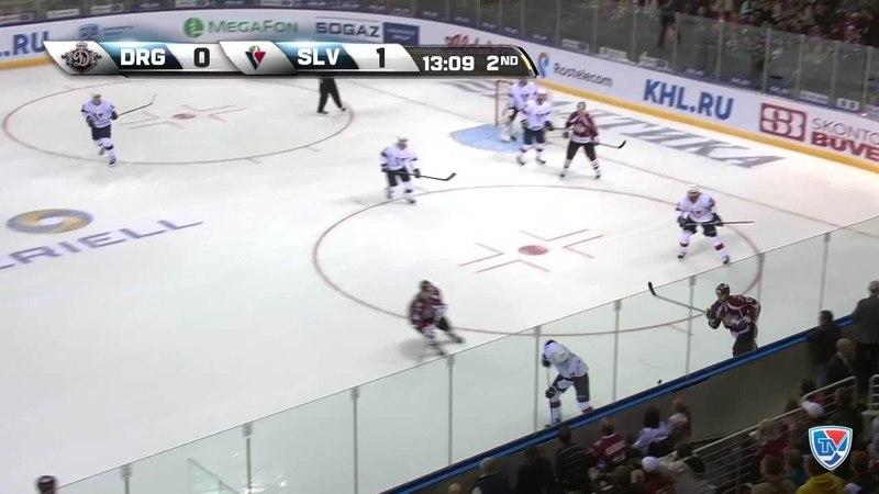 Моменты из матчей КХЛ сезона 1415 • Удаление. Баркер Кэм (Слован) за толчок клюшкой удален на 2 минуты 25.09