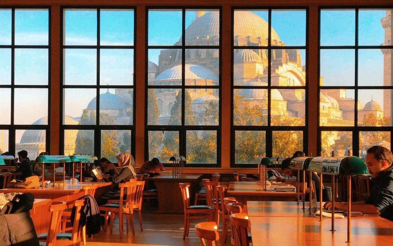 Вид из библиотеки Стамбульского университета