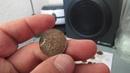 Поиск на берегу озера короткий коп и куча монет