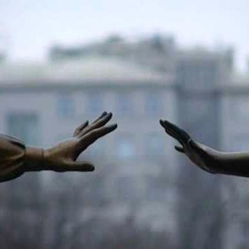 Похоже, что зачастую встреча в близких  или не очень отношениях  воспринимается как нечто обыденное и само собой разумеющееся.