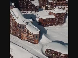 Richard Permin taking his route through the ski resort.