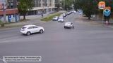 Сбитые велосипедисты, отлетевшие колёса и бесстрашный пешеход