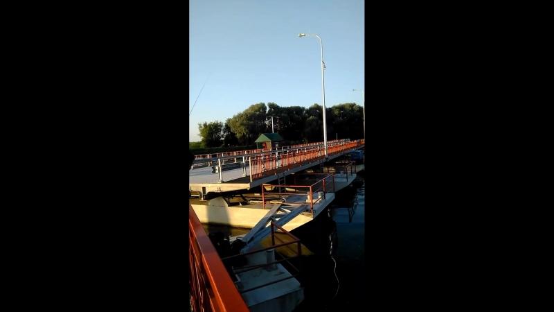 Голутвинский понтонный разводной мост в Коломне последний на Москве реке перед её впадением в Оку