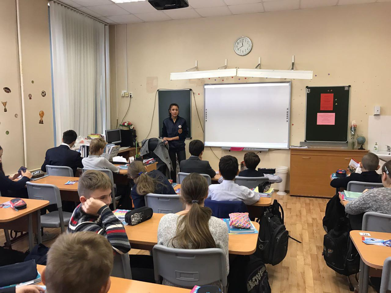 Урок по гражданской обороне прошел в школе на Новгородской