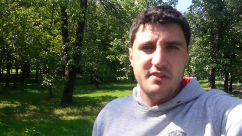 Эльдар Богунов просит денег у прохожих и поздравляет с днем рождения Ярослава Зайцева!
