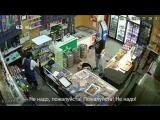 Дикое нападение на магазин. Видео: 63.ru