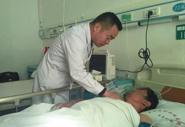 В больницу городского округа Урумчи, Китай, поступил 26-летний Чжан, у которого после удара в грудь появились боли и проблемы с дыханием. Сделав рентген, врачи не поверили своим глазам - в
