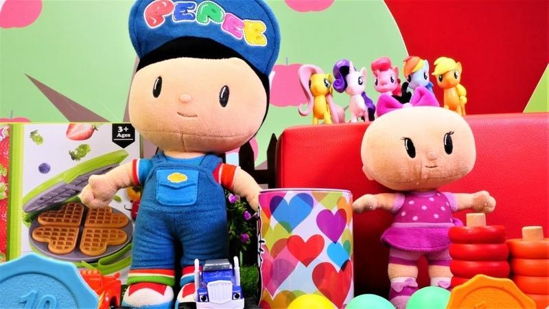 Bebek videosu. Pepe ve Bebe eski oyuncaklarını satıyorlar.