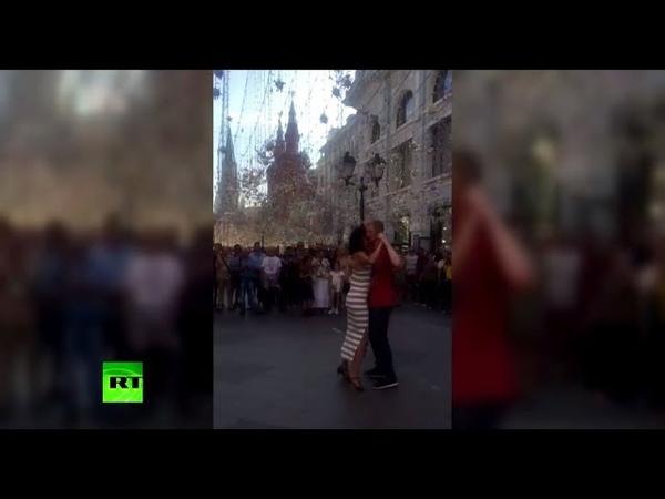 Не футболом единым: болельщики станцевали танго на Никольской