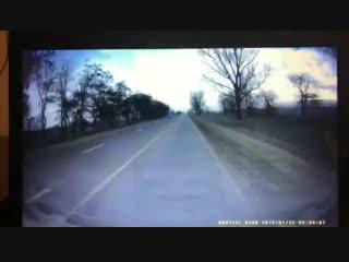 Видео с регистратора момента аварии возле Тотурбийкалы не доезжая до Хасавюрта трое погибщих. двое тяжелые. Да простит Аллаx и