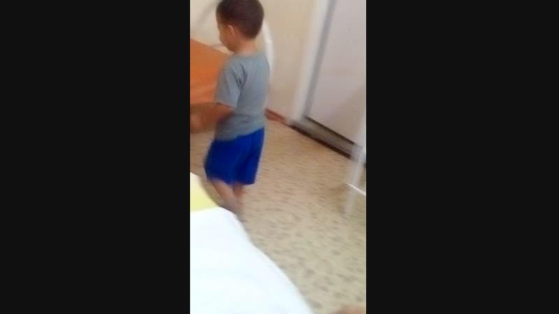 Вот так сынок лежит в больнице