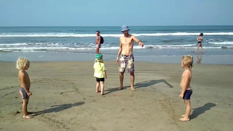 Курс молодого бойца для дошколят, на пляже.