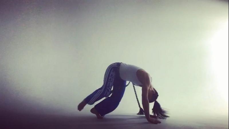 🤸🏾♂️ capoeira