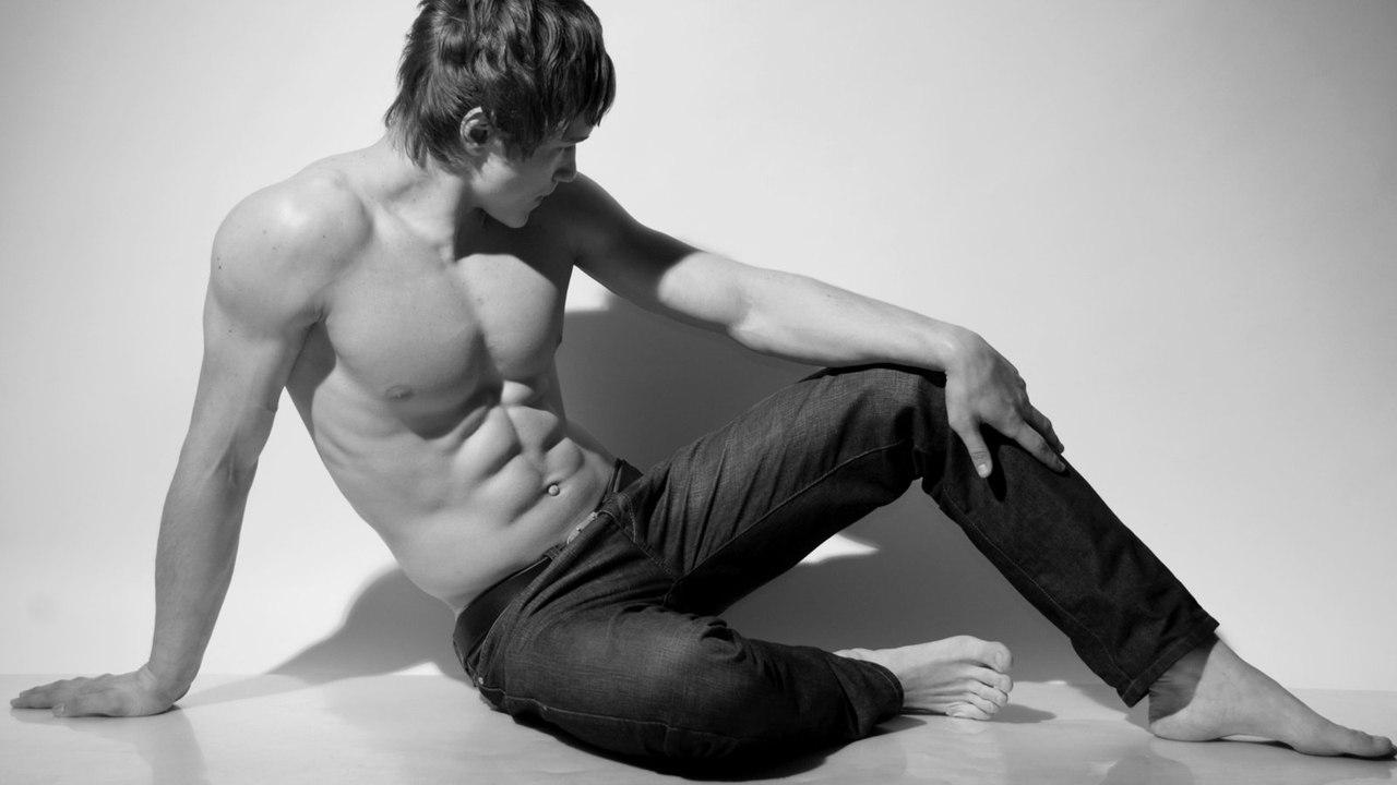 Секс с мускулистым парнем фото, Чешские бисексуалки наслаждаются сексом втроем на 23 фотография